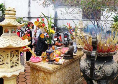 Gebetsaltar einer Pagode während des Tet-Fest