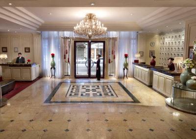 Sofitel Legend Metropole Hanoi: Lobby des Opera-Flügel
